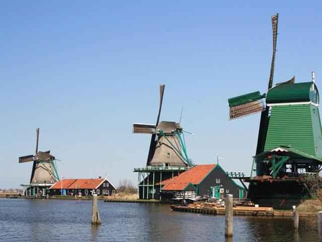 Benelüks, Paris Turu Atlas Hava Yolları ile Amsterdam Başlar