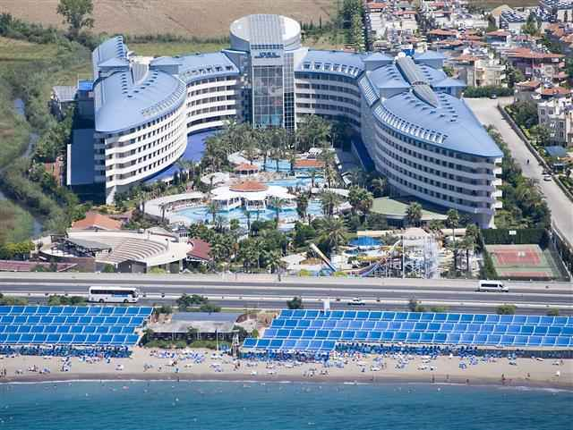 Crystal Admiral Resort Suites&Spa