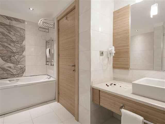 Corner Suite Banyo