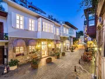 Lavin Suites Hotel