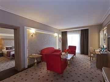 Suite Oda-Ön Masa