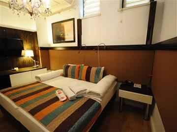 Tek Büyük Yataklı veya İki Ayrı Yataklı Oda