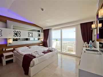 Lotus Deniz Manzaralı Oda