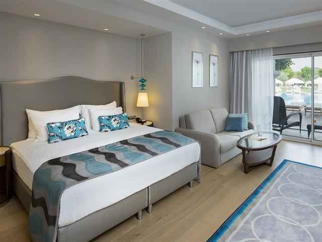 Family Pool Garden Suite With Terrace